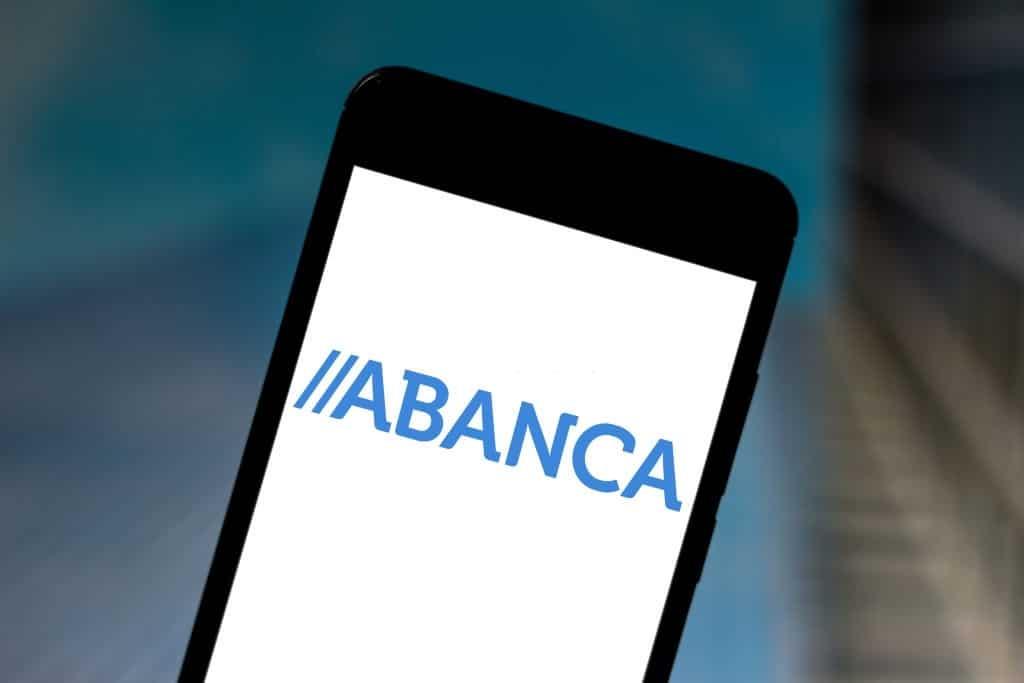 Domiciliar nómina en la cuenta clara de Abanca ofrece beneficios.