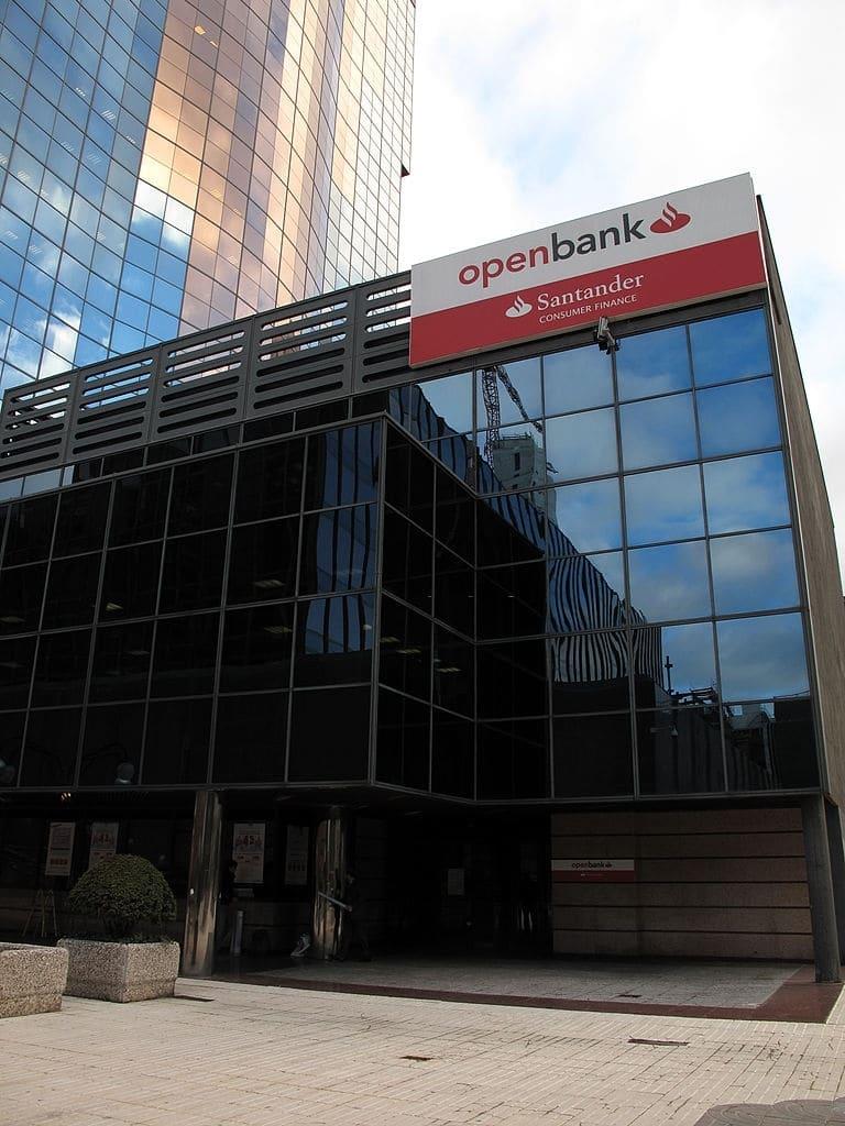 Openbank ofrece una cuenta corriente ern la que no es obligación domiciliar nómina.