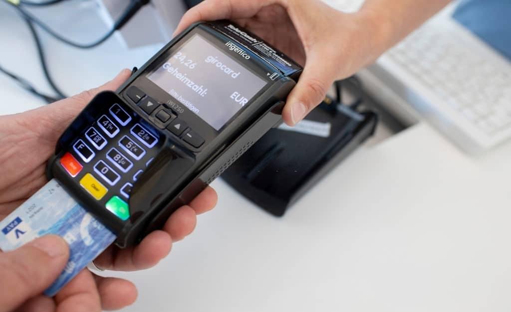 Una de las ventajas es la tarjeta débito gratis.