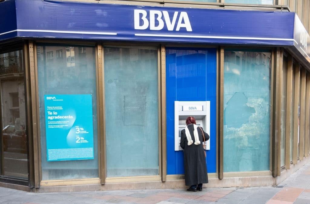 Una de las ventajas de la cuenta onlune BBVA es que cuenta con más de 6.00 cajeros en España.